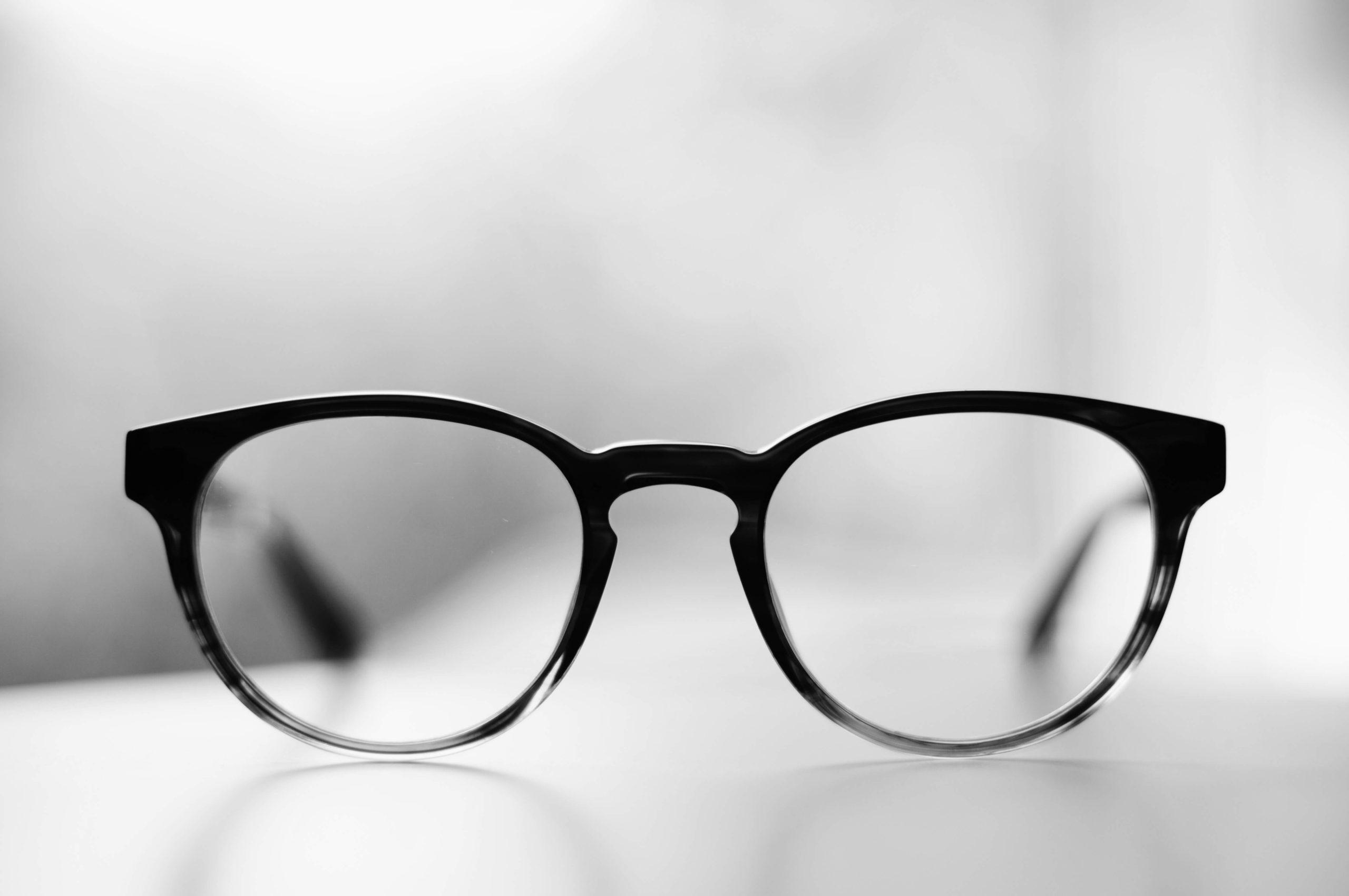 【フレンチカジュアルアイテム】丸メガネの着こなし